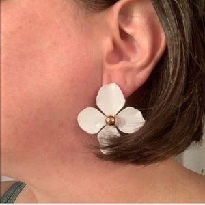 Beautiful White Metal Flower Earrings!